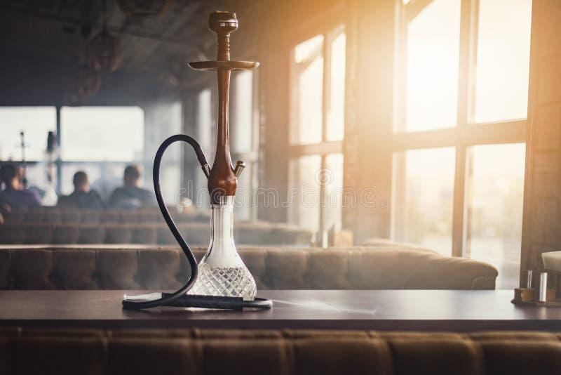 Μοντέρνο hookah φιαγμένο από γυαλί και ξύλο στοκ φωτογραφίες με δικαίωμα ελεύθερης χρήσης