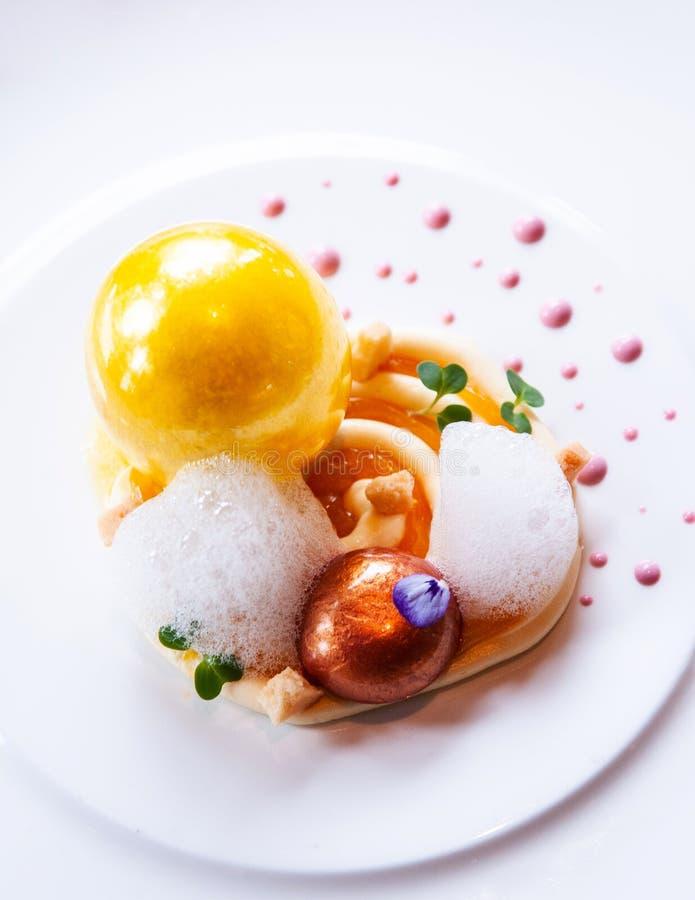 Μοριακή σύγχρονη κουζίνα δημιουργικότητας γαστρονομίας, όμορφα τρόφιμα δ στοκ εικόνα