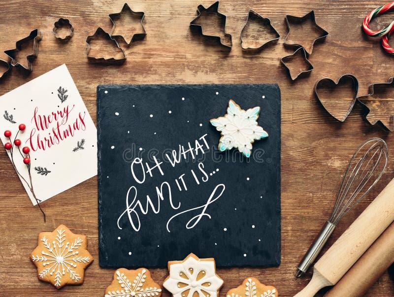Μορφές και συστατικά για τα μπισκότα Χριστουγέννων στοκ φωτογραφία με δικαίωμα ελεύθερης χρήσης