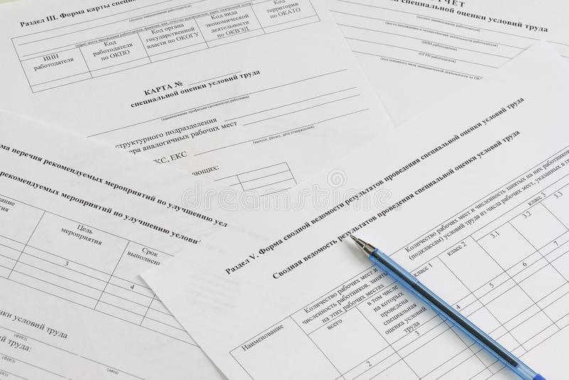 """Μορφές στα ρωσικά: """"Χάρτης και περίληψη της ειδικής αξιολόγησης των συνθηκών εργασίας """", """"κατάλογος συνιστώμενων μέτρων για να βε στοκ εικόνα με δικαίωμα ελεύθερης χρήσης"""