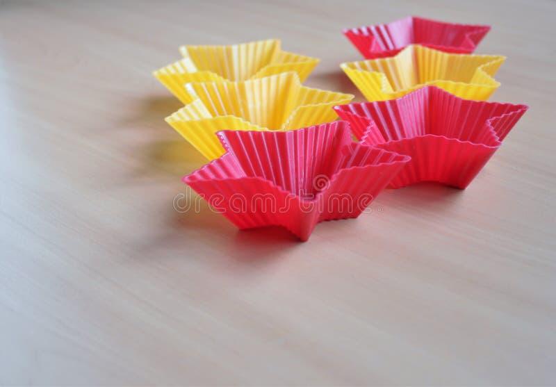 Μορφή για το ψήσιμο cupcakes στοκ εικόνα με δικαίωμα ελεύθερης χρήσης