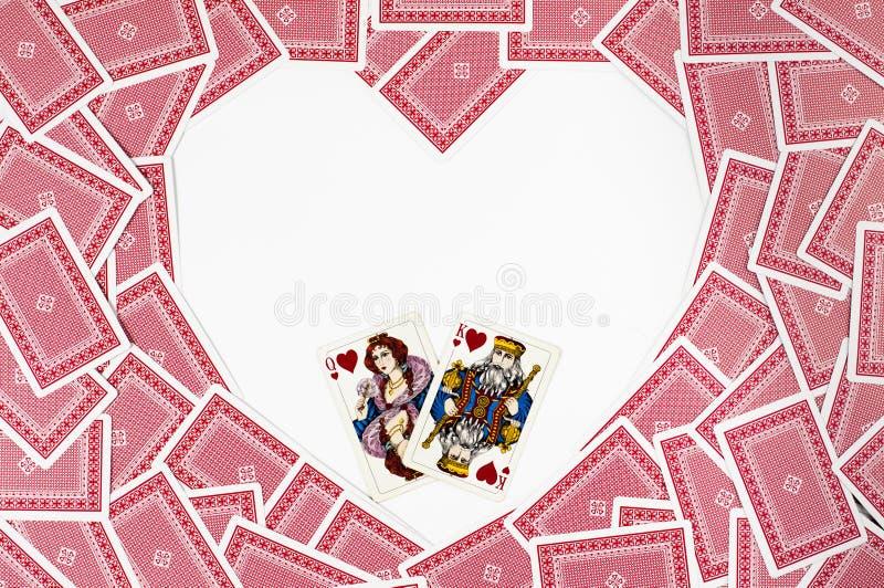 Μορφή καρδιών φιαγμένη από κόκκινες κάρτες παιχνιδιού στοκ εικόνες