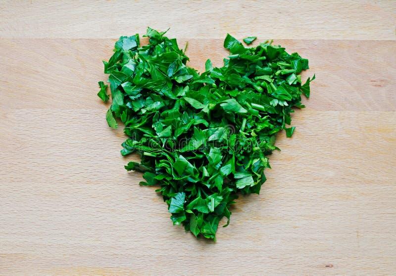 Μορφή καρδιών του πράσινου μαϊντανού στοκ φωτογραφία