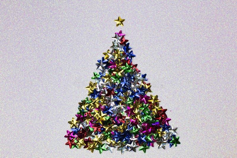 Download Μορφή χριστουγεννιάτικων δέντρων φιαγμένη από ζωηρόχρωμα αστέρια Στοκ Εικόνες - εικόνα από εορτασμός, εποχή: 62708172