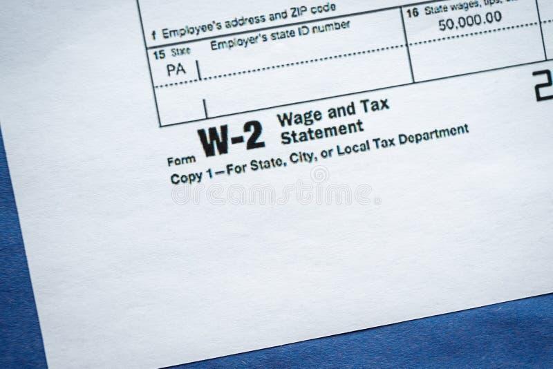 Μορφή W-2 δήλωση αμοιβών και φόρου στοκ φωτογραφίες με δικαίωμα ελεύθερης χρήσης