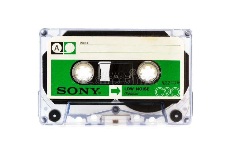 ΜΟΣΧΑ, ΡΩΣΙΑ - 28 ΑΠΡΙΛΊΟΥ 2016: Ακουστικό συμπαγές cassete της SONY που απομονώνεται στο άσπρο υπόβαθρο Δευτερεύον Α στοκ εικόνες