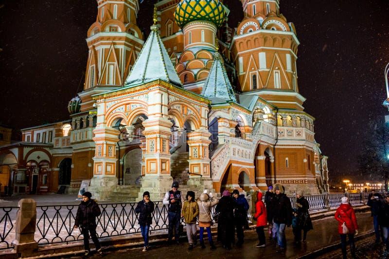 ΜΟΣΧΑ, ΡΩΣΙΑ - 7 ΙΑΝΟΥΑΡΊΟΥ 2016: Καθεδρικός ναός του βασιλικού του ST που ευλογούν στη Μόσχα στην κόκκινη πλατεία στοκ εικόνες