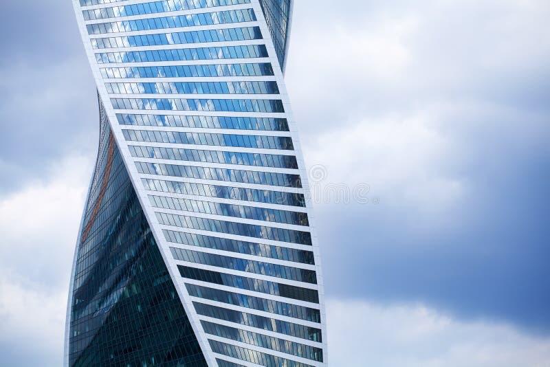 ΜΟΣΧΑ, ΡΩΣΙΑ - 18 ΙΟΥΝΊΟΥ 2019: οικονομικό διεθνές εμπορικό κέντρο πόλεων της Μόσχας περιοχής, σπειροειδής ουρανοξύστης η εξέλιξη στοκ εικόνα