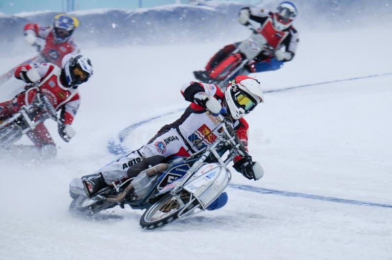 Μοτοσικλέτα που συναγωνίζεται στον πάγο στοκ εικόνα με δικαίωμα ελεύθερης χρήσης