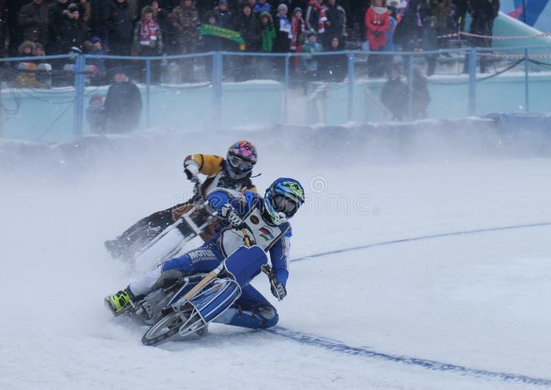 Μοτοσικλέτα που συναγωνίζεται στον πάγο στοκ εικόνες
