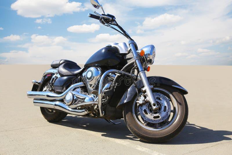 Μοτοσικλέτα στην άσφαλτο στοκ φωτογραφία με δικαίωμα ελεύθερης χρήσης