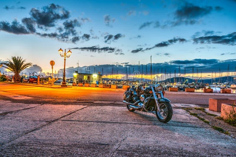 Μοτοσικλέτα στο λιμάνι Alghero στοκ εικόνες με δικαίωμα ελεύθερης χρήσης