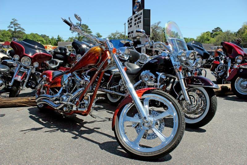 Μοτοσικλέτες του Harley Davidson συνήθειας στοκ εικόνες