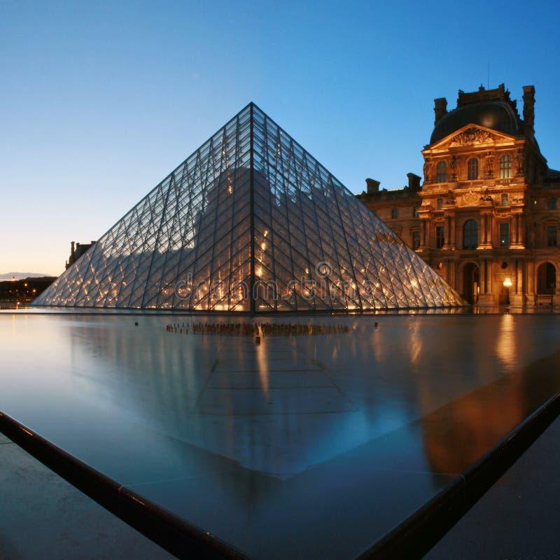 Μουσείο του Λούβρου, στοά στο Παρίσι στοκ φωτογραφία με δικαίωμα ελεύθερης χρήσης