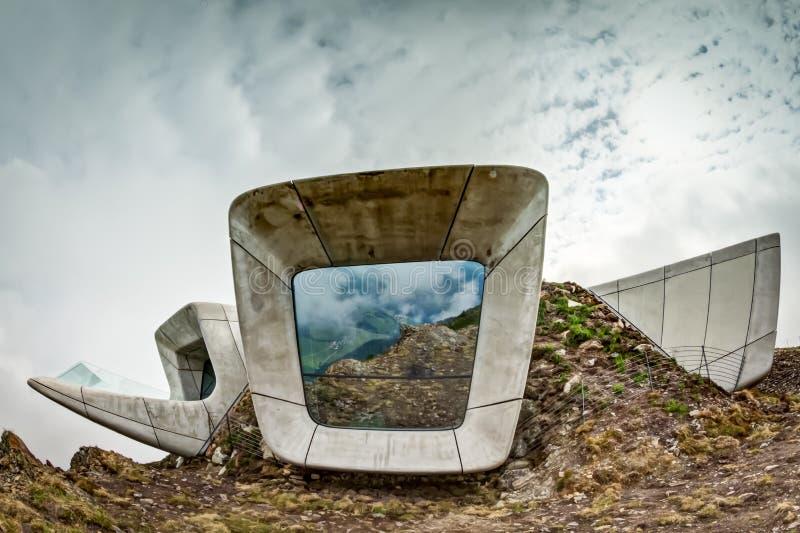 Μουσείο Corones βουνών Messner σε Kronplatz στοκ εικόνα