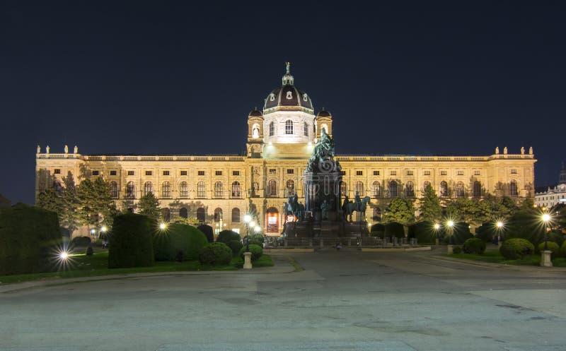Μουσείο Naturhistorisches μουσείων φυσικής ιστορίας στη Μαρία Theresa τετραγωνικό Μαρία-Theresien-Platz τη νύχτα, Βιέννη, Αυστρία στοκ εικόνες