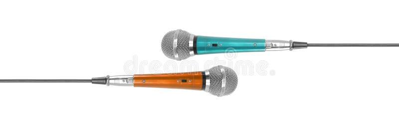 Μουσική και ήχος - εκλεκτής ποιότητας φωνητικό μικρόφωνο δύο που απομο στοκ φωτογραφία με δικαίωμα ελεύθερης χρήσης