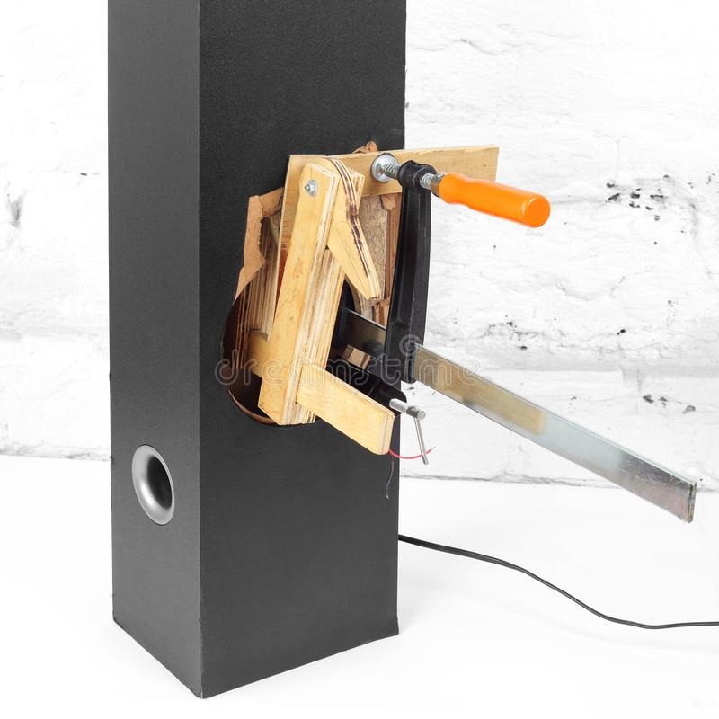 Μουσική και ήχος - περίφραξη μεγάφωνων πύργων επισκευής στοκ φωτογραφίες