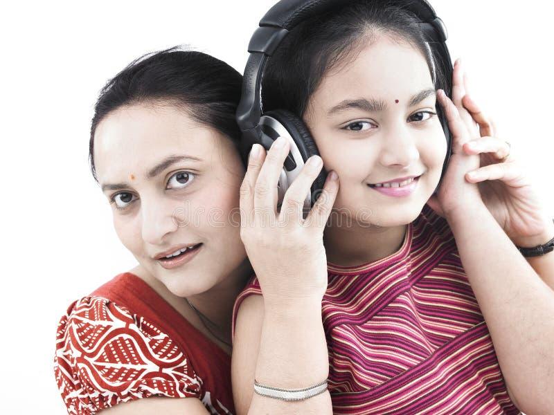 μουσική μητέρων κορών στοκ φωτογραφία με δικαίωμα ελεύθερης χρήσης