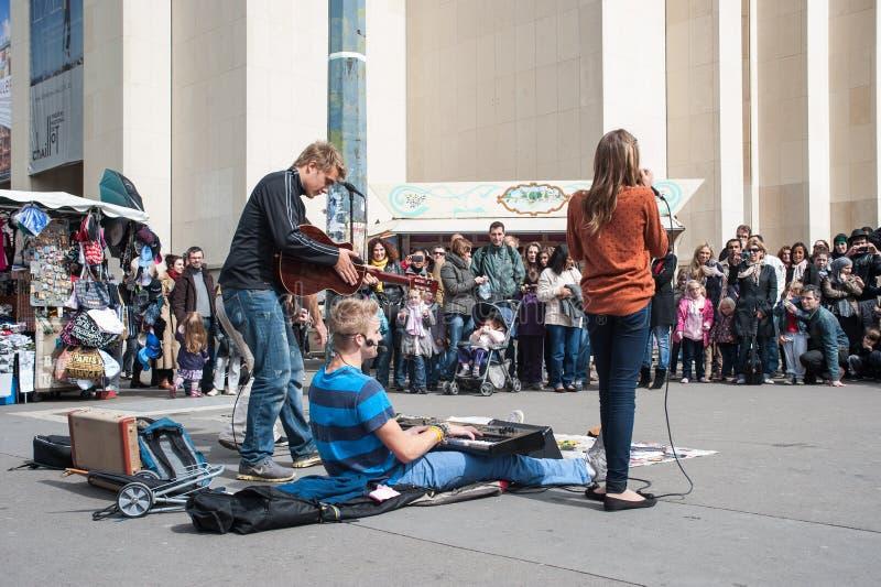 Μουσική οδών στο Παρίσι στοκ εικόνες
