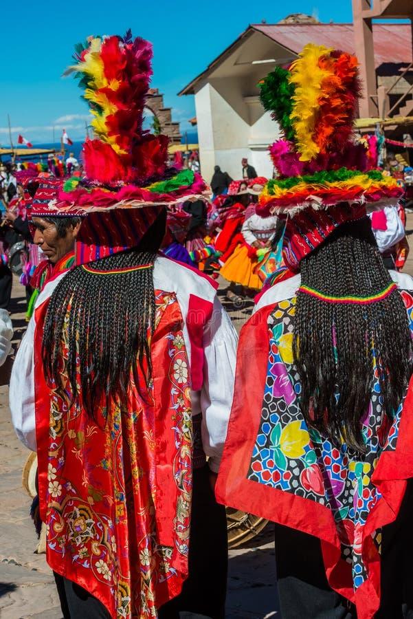 Μουσικοί και χορευτές στις περουβιανές Άνδεις σε Puno Περού στοκ εικόνες με δικαίωμα ελεύθερης χρήσης