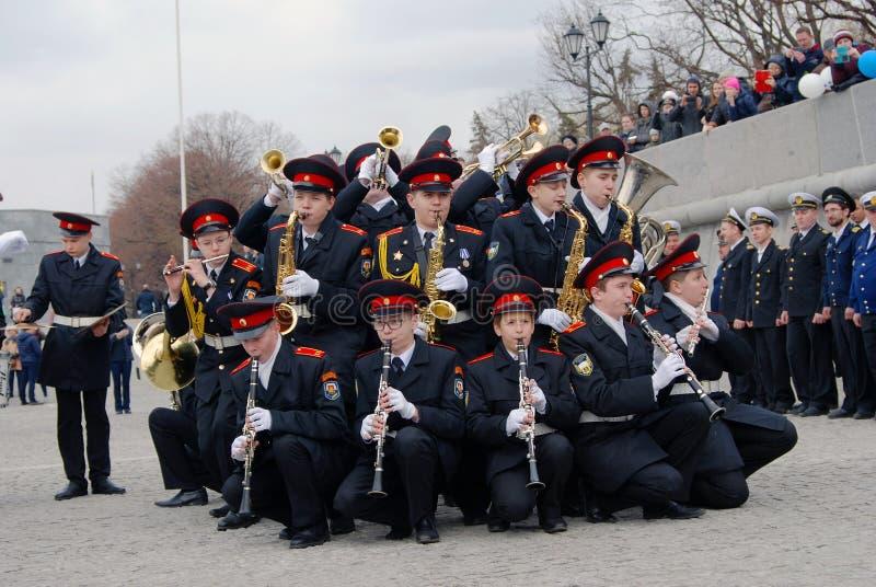 Μουσικοί ορχηστρών - trumpeters και φορείς φλαούτων στοκ εικόνες