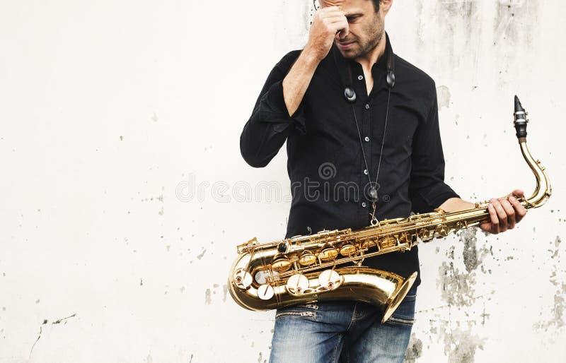 Μουσικός καλλιτέχνης Jazzman που παίζει την έννοια Saxophone στοκ εικόνες