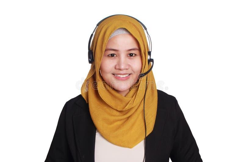 Μουσουλμανικός γυναικείος τηλεφωνικό κέντρο χειριστής στοκ εικόνα με δικαίωμα ελεύθερης χρήσης