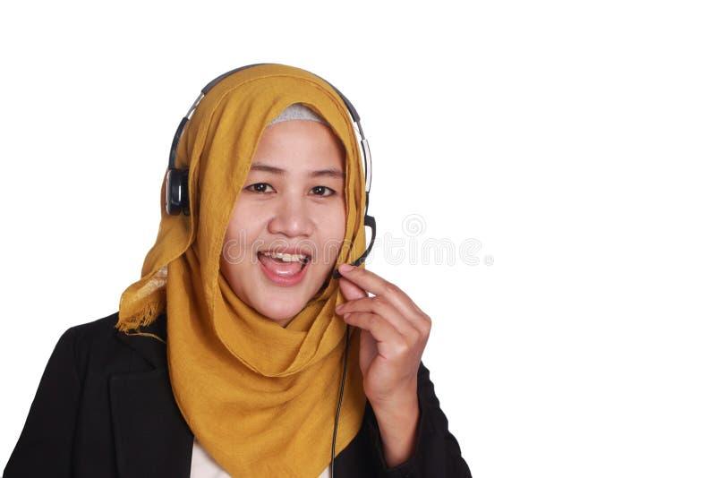 Μουσουλμανικός γυναικείος τηλεφωνικό κέντρο χειριστής στοκ φωτογραφίες με δικαίωμα ελεύθερης χρήσης