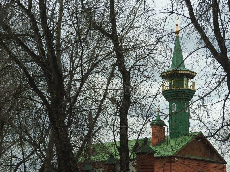 Μουσουλμανικό τέμενος και μπλε ουρανός σε Shchelkovo, περιοχή της Μόσχας στοκ εικόνα