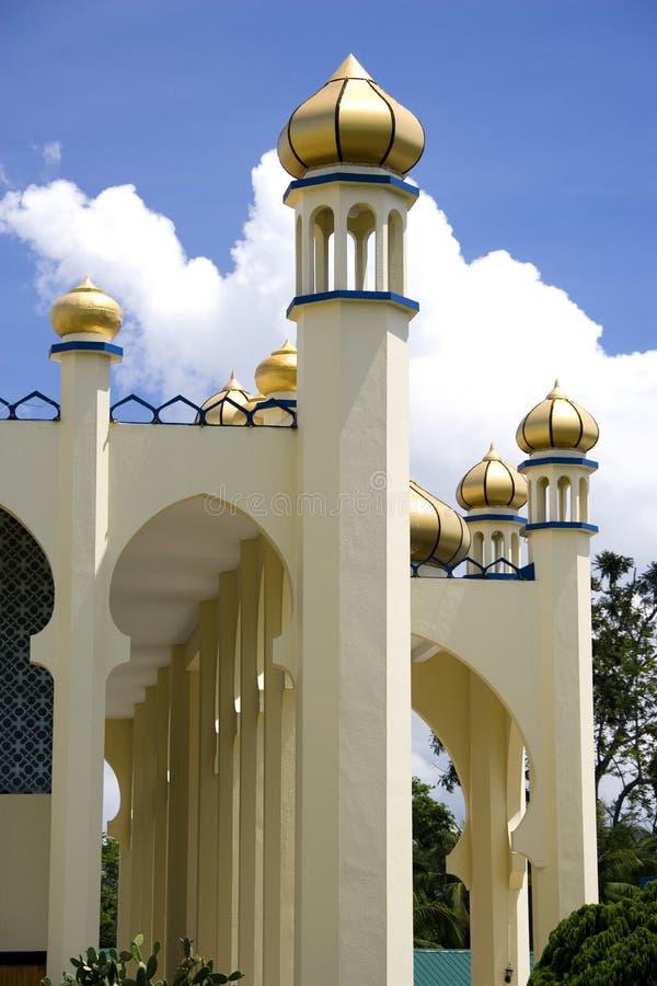 Μουσουλμανικό τέμενος με τους χρυσούς θόλους στοκ εικόνα