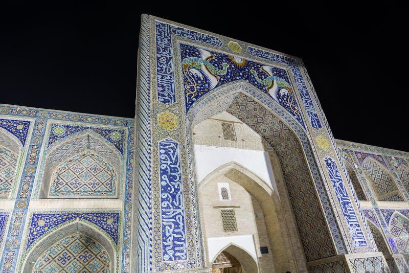 Μουσουλμανικό τέμενος ντιβάνι-Begi Madrasah ναδίρ Lyabi-lyabi-hauz Μπουχάρα, Ουζμπεκιστάν στοκ φωτογραφία με δικαίωμα ελεύθερης χρήσης