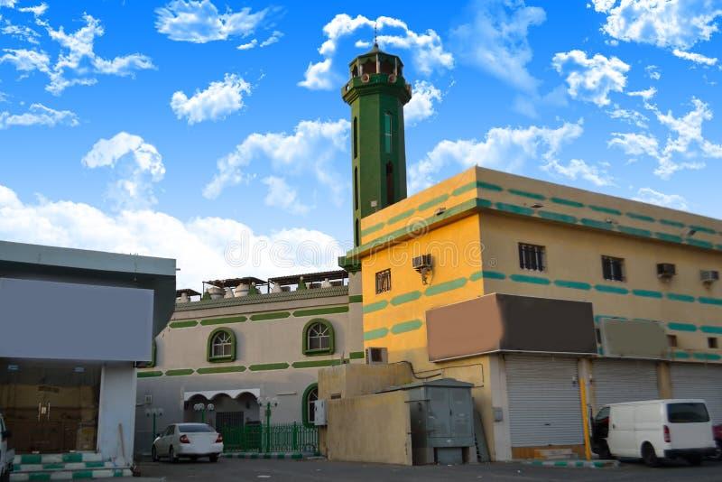 Μουσουλμανικό τέμενος στο jeddah μεταξύ των κτηρίων στοκ φωτογραφίες