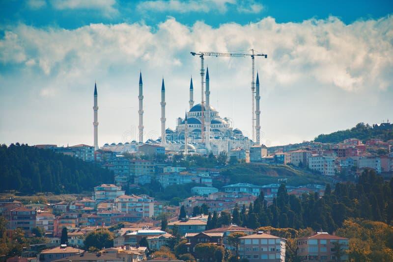 Μουσουλμανικό τέμενος της Ιστανμπούλ Camlica ή Camlica Tepesi Camii κάτω από την κατασκευή στοκ φωτογραφία με δικαίωμα ελεύθερης χρήσης