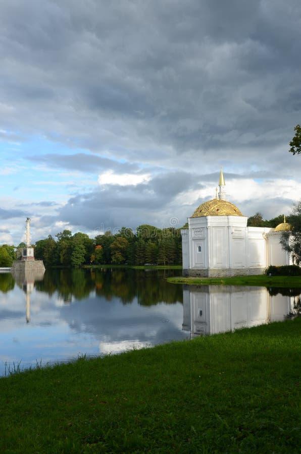 Μουσουλμανικό τέμενος όχθεων της λίμνης - επιμελημένο Outbuilding στο παλάτι του ST Catherine ` s στοκ εικόνες