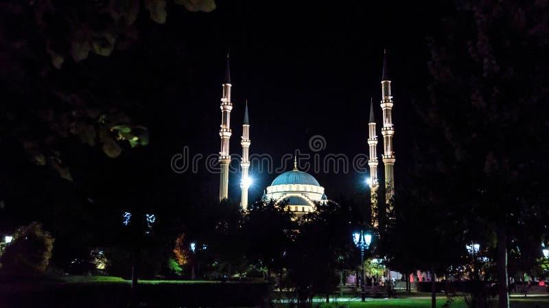 Μουσουλμανικό τέμενος Akhmad Kadyrov άποψης βραδιού, Γκρόζνυ, Ρωσία στοκ φωτογραφία με δικαίωμα ελεύθερης χρήσης