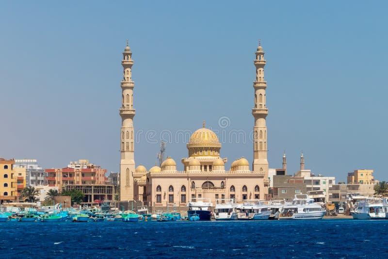 Μουσουλμανικό τέμενος EL Mina Masjid σε Hurghada, μια άποψη από τη θάλασσα, Αίγυπτος στοκ φωτογραφία