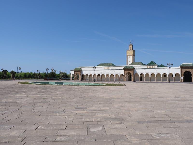 Μουσουλμανικό τέμενος Fas Ahl στο τετράγωνο κοντά στο βασιλικό παλάτι στη πρωτεύουσα της Rabat στο Μαρόκο στοκ εικόνα με δικαίωμα ελεύθερης χρήσης