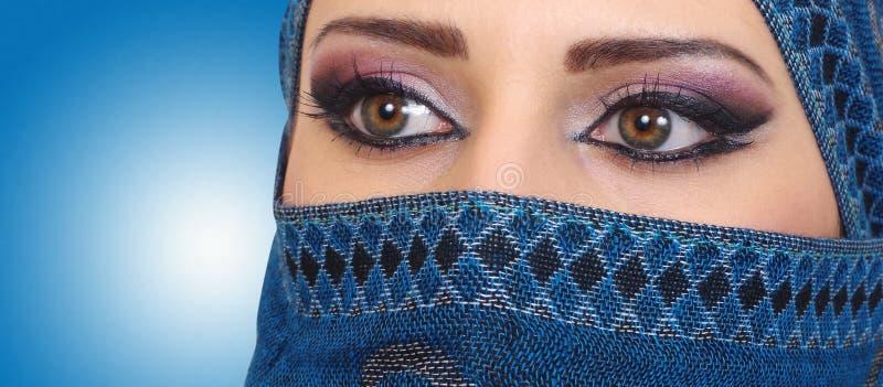 Μουσουλμανικά μάτια κοριτσιών στοκ εικόνες