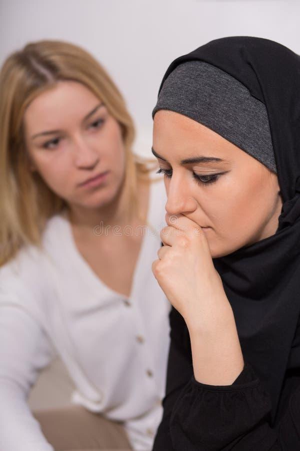 Μουσουλμανική γυναίκα απελπισίας στοκ φωτογραφίες