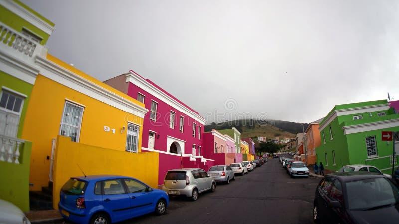 Μουσουλμανική περιοχή BO-Kaap του Καίηπ Τάουν, με τα φωτεινά όμορφα σπίτια στοκ εικόνα