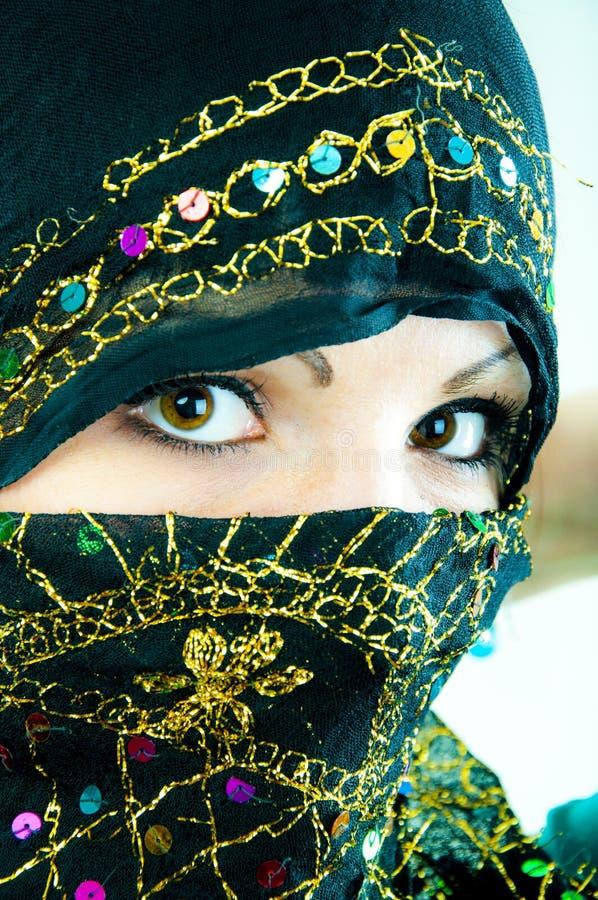 Μουσουλμανικό κορίτσι στο στούντιο στοκ εικόνα