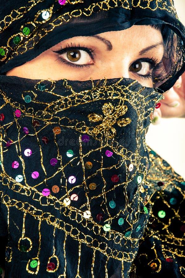 Μουσουλμανικό κορίτσι στο στούντιο στοκ εικόνες