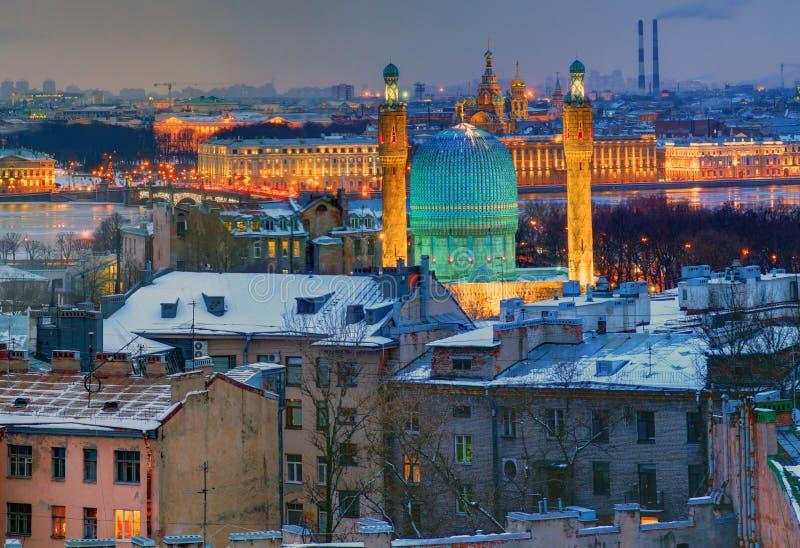 Μουσουλμανικό τέμενος Αγίου Πετρούπολη, τέμενος-Jami. Άποψη νύχτας από την κορυφή. στοκ φωτογραφία με δικαίωμα ελεύθερης χρήσης