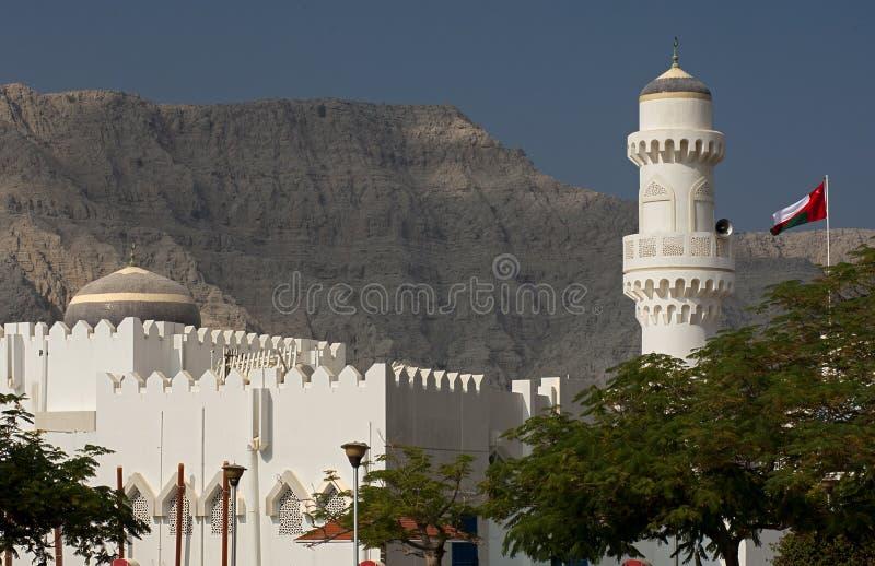 Μουσουλμανικό τέμενος με το θόλο και το μιναρές στοκ φωτογραφία με δικαίωμα ελεύθερης χρήσης