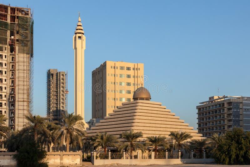 Μουσουλμανικό τέμενος πυραμίδων στο Κουβέιτ στοκ φωτογραφίες