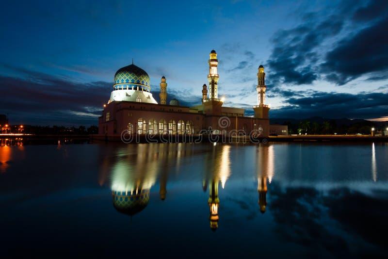 Μουσουλμανικό τέμενος πόλεων Kinabalu Kota σε Sabah, ανατολική Μαλαισία στοκ φωτογραφίες με δικαίωμα ελεύθερης χρήσης