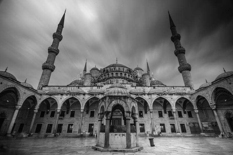 Μουσουλμανικό τέμενος σε B&W, Ιστανμπούλ, Τουρκία στοκ εικόνα