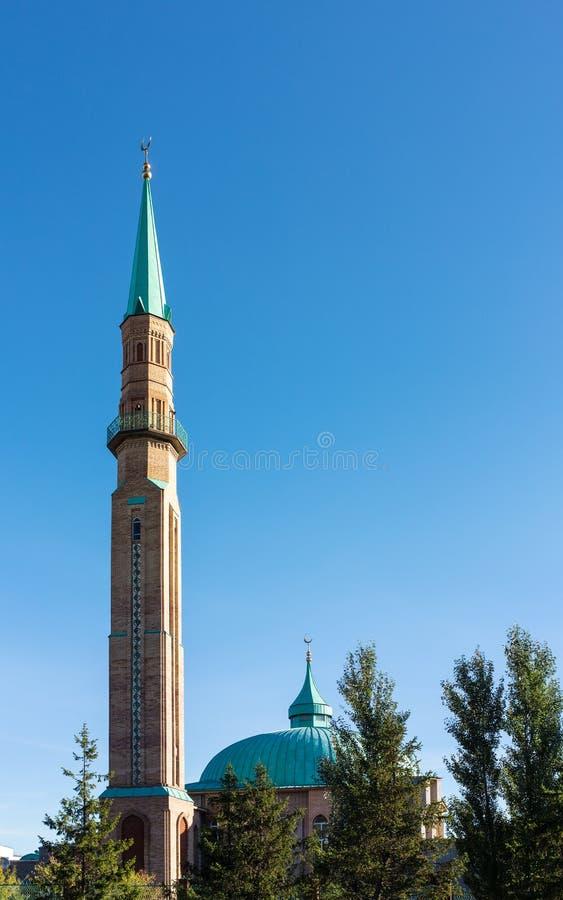 Μουσουλμανικό τέμενος στο υπόβαθρο του ουρανού στοκ εικόνα με δικαίωμα ελεύθερης χρήσης