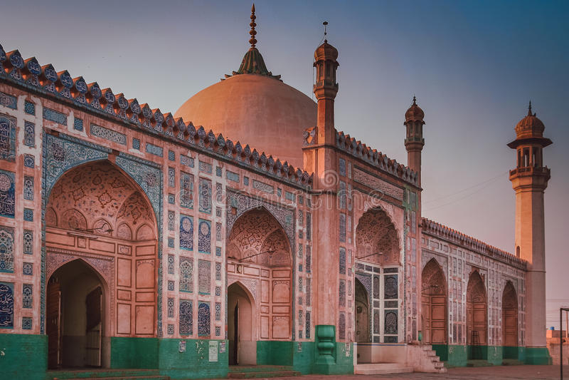 Μουσουλμανικό τέμενος Badshahi (Badshahi masjid) στοκ εικόνα